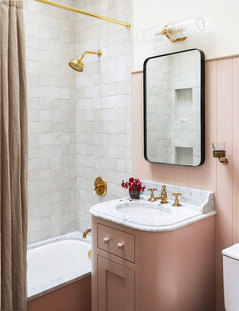 Mẫu thiết kế nhà vệ sinh có bồn tắm với phong cách cổ điển mang lại sự yên bình, sang trọng