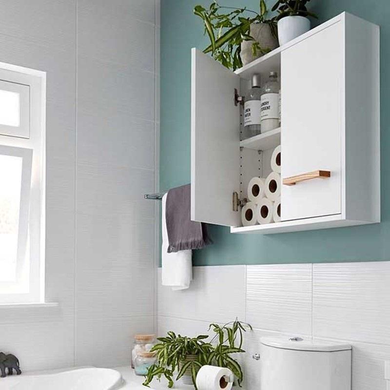 Mẫu tủ treo tường có cửa tiện lợi, tận dụng không gian tốt cho nhà vệ sinh gọn gàng
