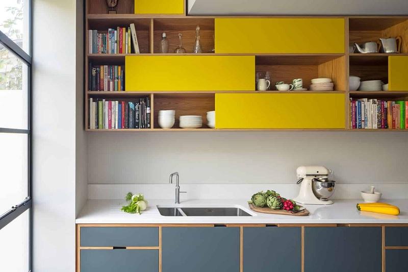 Gia đình có thể mạnh rạn lựa chọn mẫu tủ với sắc vàng để tạo điểm nhấn.