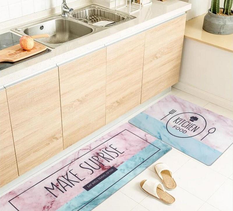 Trang trí nhà bếp với chiếc thảm đáng yêu như thế này sẽ giúp bạn yêu căn bếp hơn nhiều đấy!