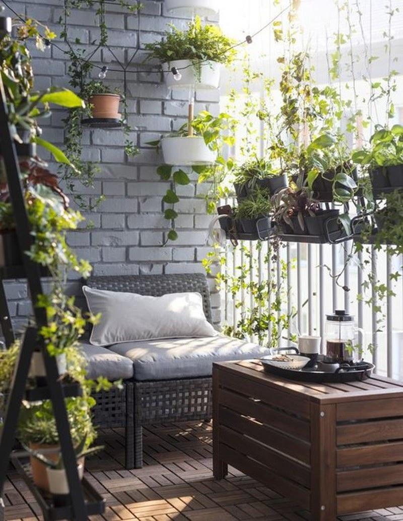 Tô điểm không gian ban công chung cư với cây xanh