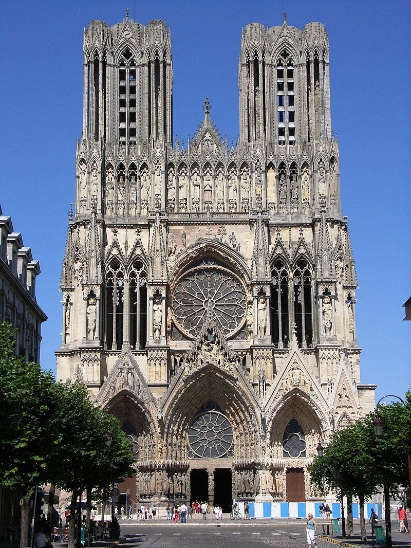 Sau thời kì lối kiến trúc Roman vĩ đã thì lối kiến trúc Gothic ra đời.