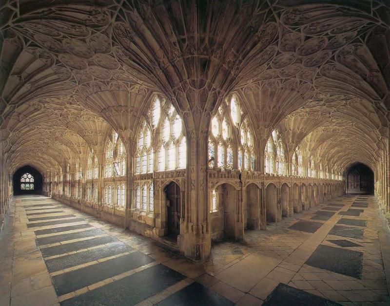 Nhiều sử gia nghệ thuật đã cho rằng kết cấu của kiến trúc nhà thờ Gothic là sự sáng tạo đặc biệt, ưu việt và có hức hấp dẫn bất ngờ.