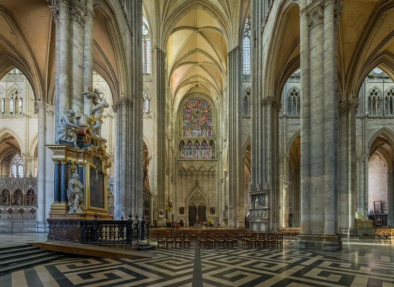 """Lối kiến trúc Gothic hay còn được gọi là francigenum opus. Cái tên """"khó hiểu"""" này được dịch là """"tác phẩm của người Pháp"""" hay """"phương pháp xây dựng tại vùng Île-de-France""""."""