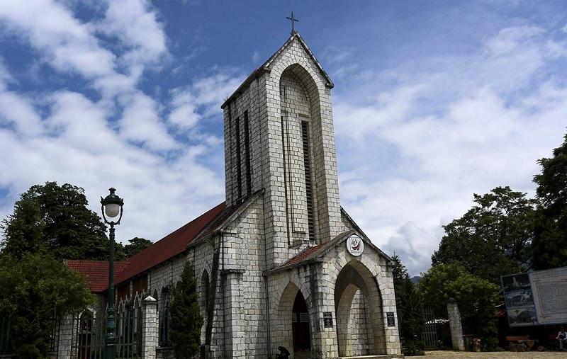 Nhà thờ đá nổi tiếng tại Sapa - Lào Cai. Nhà thờ Gothic hiện lên với vẻ đẹp đơn sơ nhưng vô cùng tinh tế.