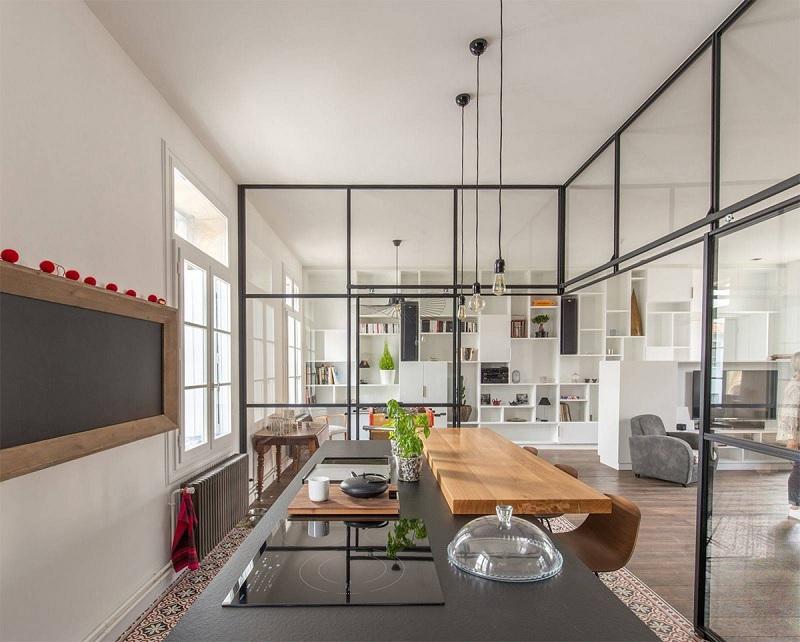 Thiết kế phòng bếp và phòng khách liền ấn tượng, hiện đại cho nhà cấp 4 rộng rãi