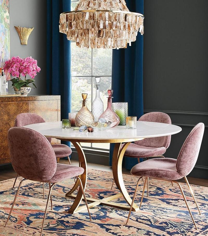 mẫu bàn ăn tròn thân trụ mạnh là xu hướng lựa chọn cho phong cách cổ điển,