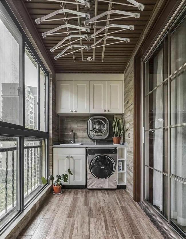 Khác biệt hẳn với những ý tưởng như bàn trà hay tiểu cảnh ban công chung cư đẹp thì mẫu thiết kế dưới đây lại khiến bạn bất ngờ.