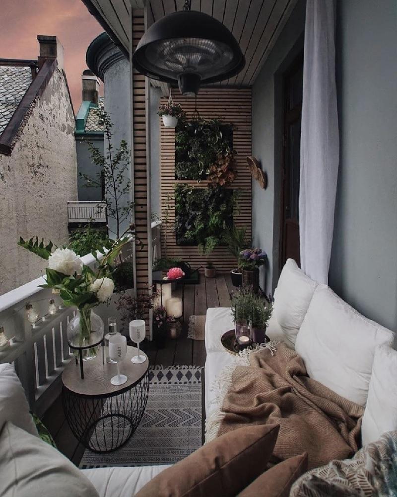 Bạn nghĩ sao nếu sở hữu một không gian ban công chung cư đẹp lãng mạn theo kiểu Pháp như thế này?