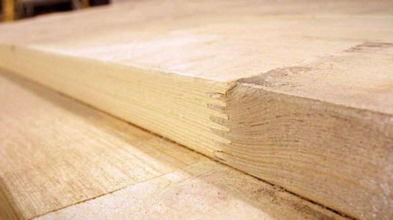 Bạn sẽ nhìn thấy được những đường thẳng, bên cạnh những tấm gỗ là vết răng cưa.