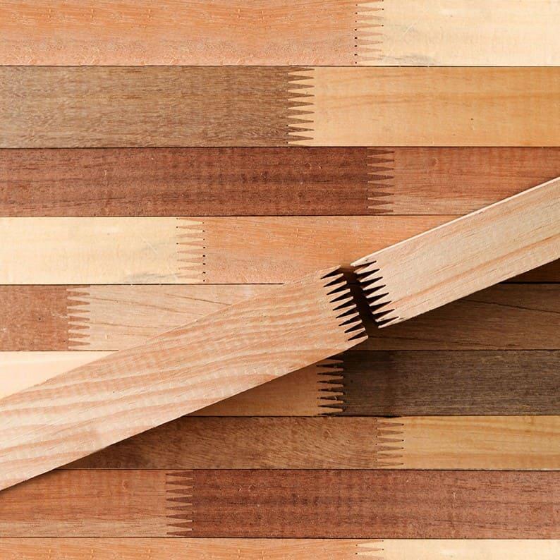 Cách ghép gỗ cao su nối đầu, ghép mặt thường có hình vết răng cưa để nhận dạng.