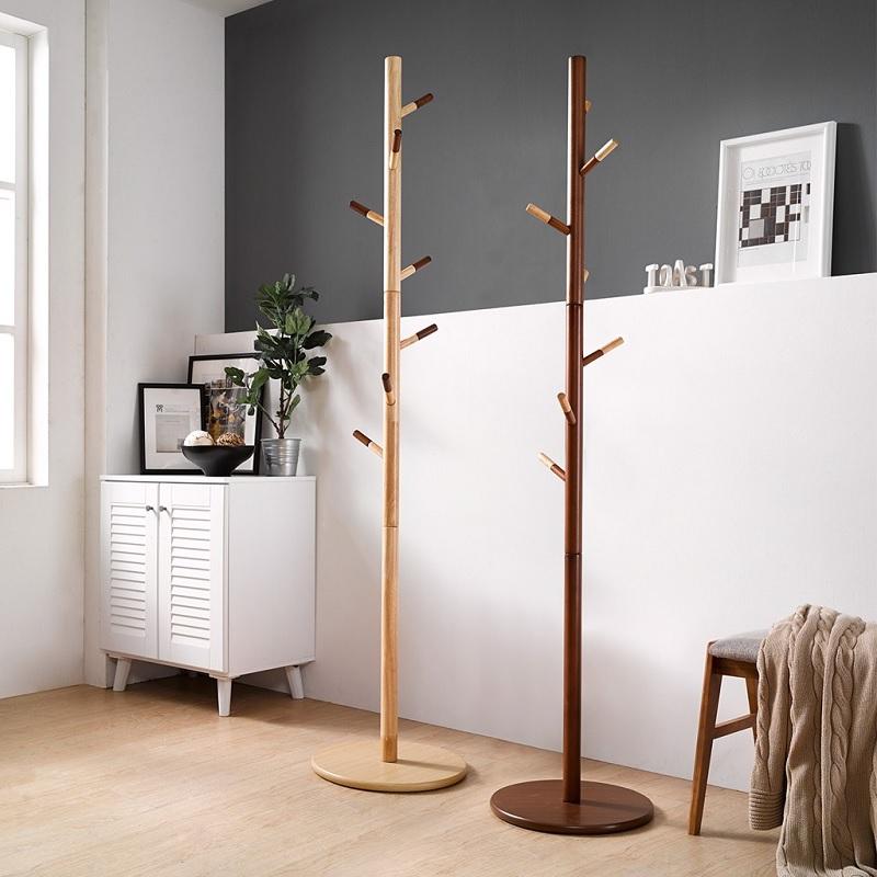 Mẫu giá treo quần áo đơn giản bằng gỗ của cây cao su
