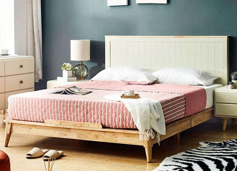 Giường ngủ từ gỗ ghép đơn giản, phù hợp với nhiều không gian gia đình