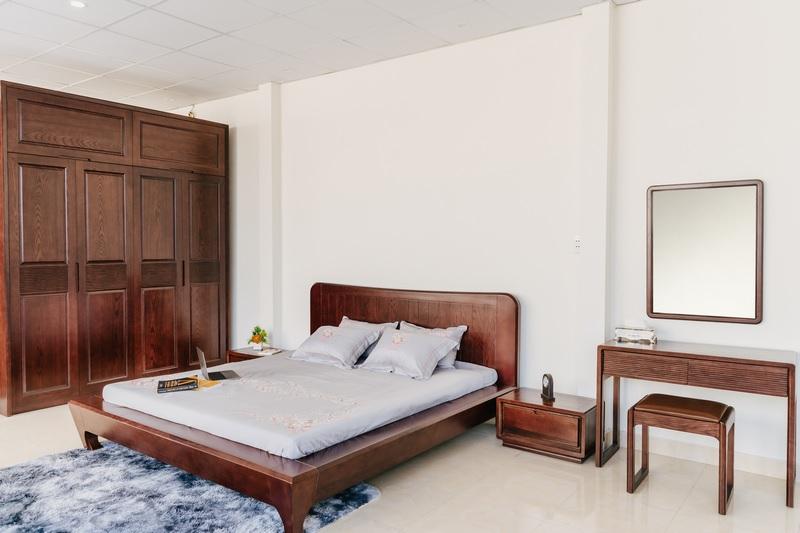 Mẫu phòng ngủ gỗ xoan mang đến cảm giác mộc mạc, thư thái cho người sử dụng