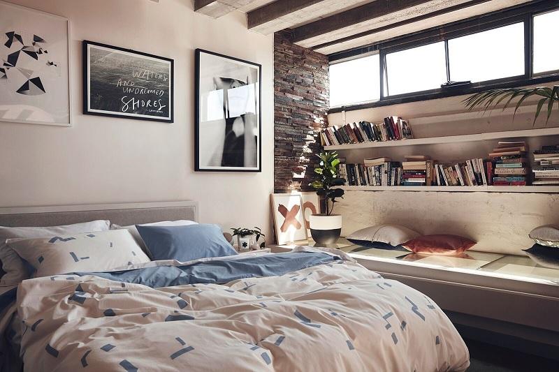 Ý tưởng 1: Mẫu thiết kế giá sáchđộc đáo cho phòng ngủ của bạn trẻ độc thân