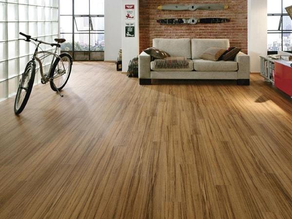 Mang vẻ ngoài của gỗ tự nhiên, vì thế mà gỗ veneer được rất nhiều người tin tưởng và sử dụng để làm sàn gỗ