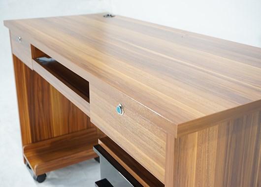 Tủ văn phòng được làm từ chất liệu gỗ veneer bền đẹp, vững chắc.