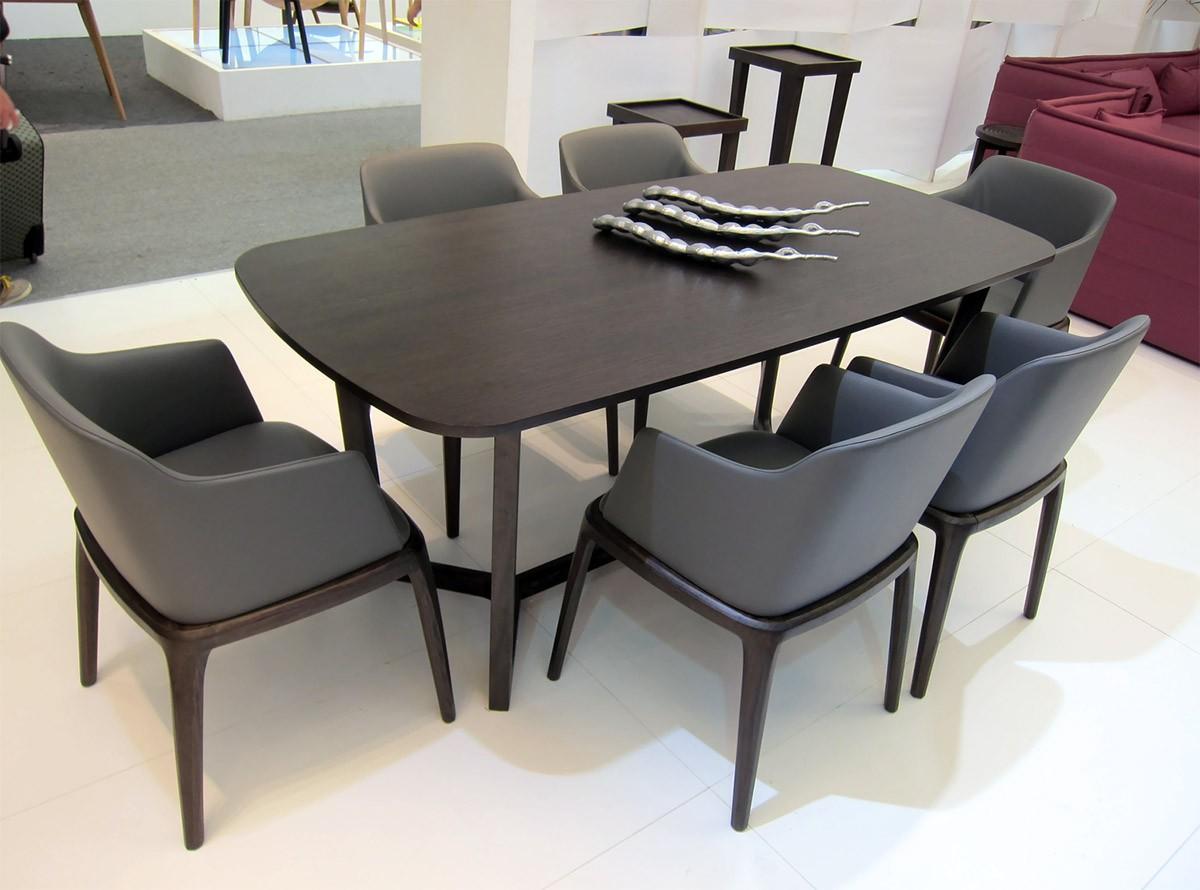 Một số bàn ghế gỗ được làm từ gỗ Veneer