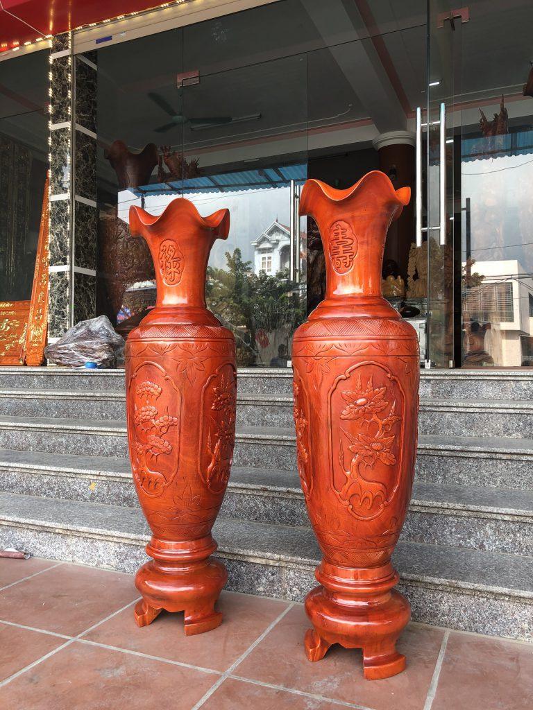 Lộc bình phong thủy được làm từ gỗ cây xà cừ