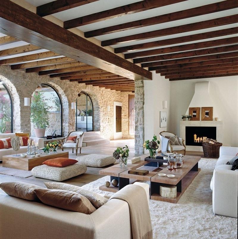 Nét khác biệt của Tây Ban Nha phản ánh đúng những tinh thần của người Moorish hiện lên qua những mái vòm từ cửa ra vào, cửa sổ.